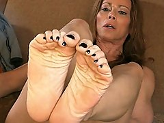 Hot TMILF Jasmine posing her gorgeous tasty feet